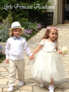 子供服レンタルなら結婚式フラワーガール用ドレス・タキシード・スーツ・バーバリースーツが試着料無料!! 品数豊富に揃う子供ドレスレンタル・子供タキシード